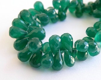 Onyx Gemstone Briolette AAA Emerald Green Faceted 3d Teardrop 10 to 12mm 30 beads 1/2 Strand