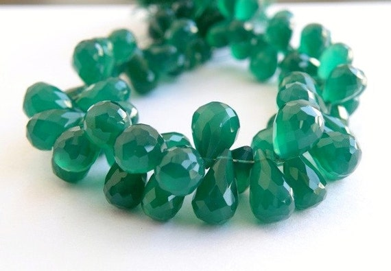 Onyx Gemstone Briolette AAA Emerald Green Faceted 3d Teardrop 9 to 10mm 1/2 Strand 27 beads
