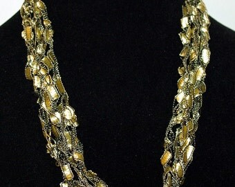 Gold ladder trellis ribbon necklace