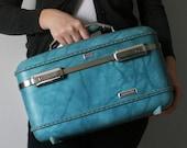 VINTAGE Aqua Blue TRAIN CASE Pick Your Poison Luggage