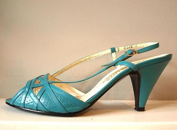 Vintage 1970s Naturalizer Robins Egg Blue Slingback Shoe Sz 7.5