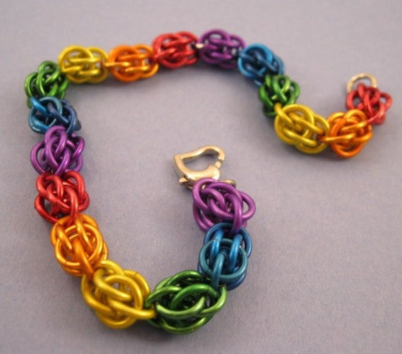 Make A Chain Mail Bracelet: Rainbow Sweet Pea Chainmaille Bracelet