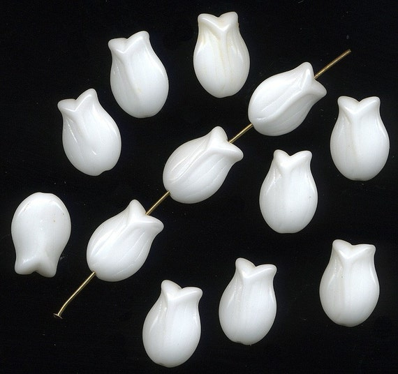Vintage Tulip Flower Beads 15mm Opaque White Glass W.G.