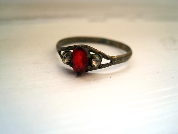 Vintage Ring - Dainty Ruby Red