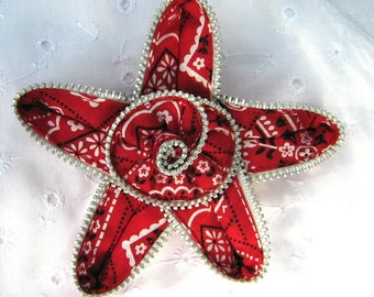 Zipper Jewelry Pin Red Bandana Star