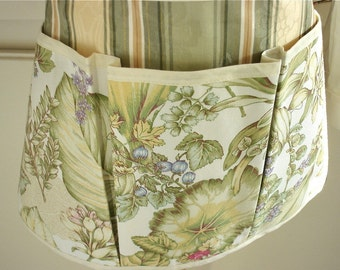 Ferns and Berries Craft Apron for all your Fun Garden, Crafting, Vendor or Cooking Adventures