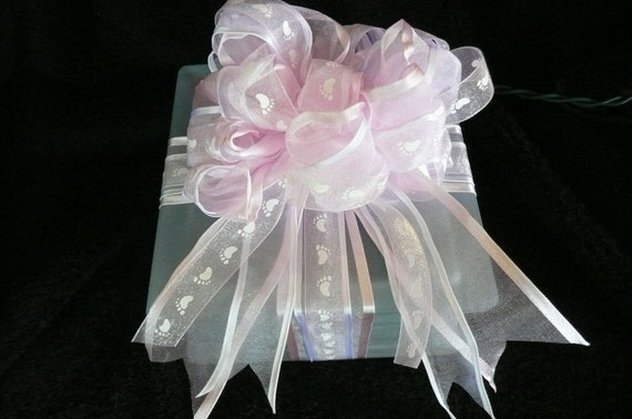 Glass cube for baby with lights, music and bow.
