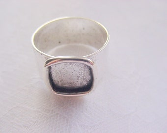 4 Adjustable Ring Blanksl Square Antique Silver Plated 3/8 Inch (10mm) (ND 144)