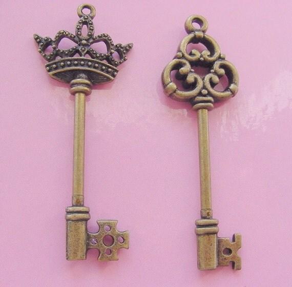 2 Skeleton Key Pendant  Twist Top Antique Bronze (No. 34/40B)