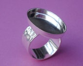 Sterling Silver Plated Adjustable Ring with 10mm Hammered Silver Band and 25x18mm Oval Setting For a Flat Back Jewel or Cab (1 piece)