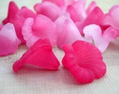 Frosted Lucite Calla Lily Flower Beads in Shades of Pink (12)
