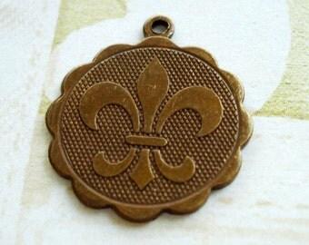 Brass/Bronze Vintage/Antiqued Aged Patina Fleur De Lis Round Scalloped Charms 20mm (4 pieces)