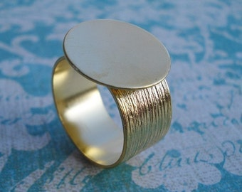 Gold Adjustable Ring with 10mm Brushed Gold Band and 16mm Base for a Flat Back Cab or Jewel (1 piece)