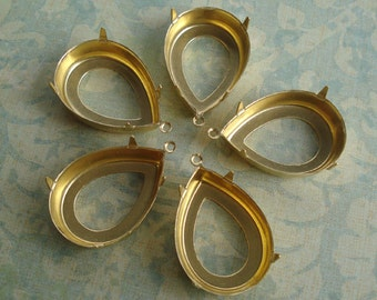 Brass 25x18mm Pear/Teardrop Open Back 1 Loop/Ring 4 Prong Settings for your Jewels or Cabs (6 pieces)