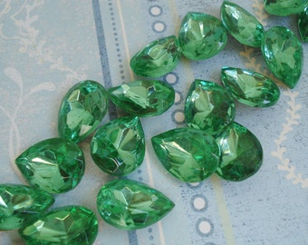 Vintage 18x13mm Peridot Green Pear/Teardrop Gold Foiled Pointed Back Faceted Glass Jewels (2 pieces)