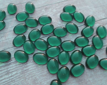 12 Vintage 8x6mm Emerald Green Gold Foiled Flat Back Oval Glass Cabs or Stones