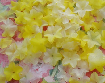 20mm Frosted Lucite Flowers in Shades of Yellow (12 pieces)