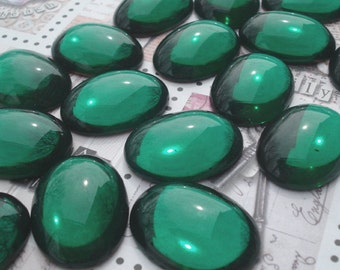 Vintage 25x18mm Emerald Green Smooth Top Gold Foiled Flat Back Oval Glass Cab (1 piece)