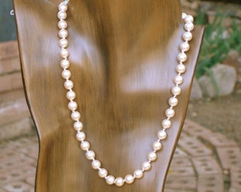 Swarovski 8 mm Light Peach Crystal Pearl Necklace 18 1/2 inches.Hand Knotted, Classical.