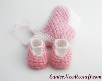 Baby Booties And Bonnet. Pink. White.