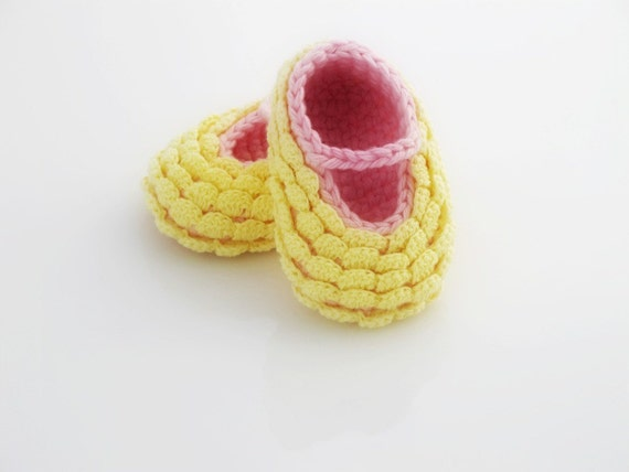 Crocheted Yellow Baby Booties. Pink. Cotton.
