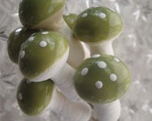 Spun Cotton Mushrooms Made In The Czech Republic 7 Lacquered Mushrooms In Moss Green