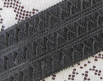 Dresden Trim Germany Fancy Black Paper Foil Pennant Point Trim  DFW 220 BLK