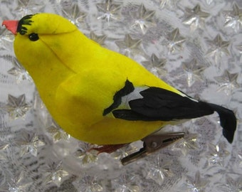 Wholesale Lot 8 Goldfinch Birds 4 Inch Feather And Fiber American Goldfinch Birds  Group of 8