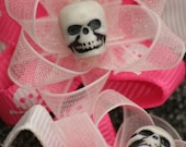 Hot Pink \/ White skull and cross bone -alligator clip set