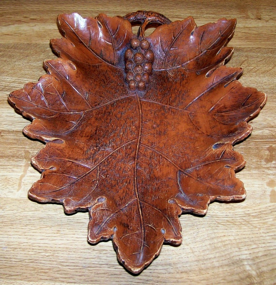 Vintage 1946 Multi Products Inc Bowl Shaped Like a Grape Leaf with Grapes