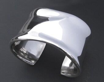 Sterling Silver Cuff Bracelet with Crisp Ridge