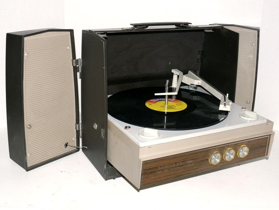 Admiral Solid State 4 Speed Stereo Record Player With Speakers
