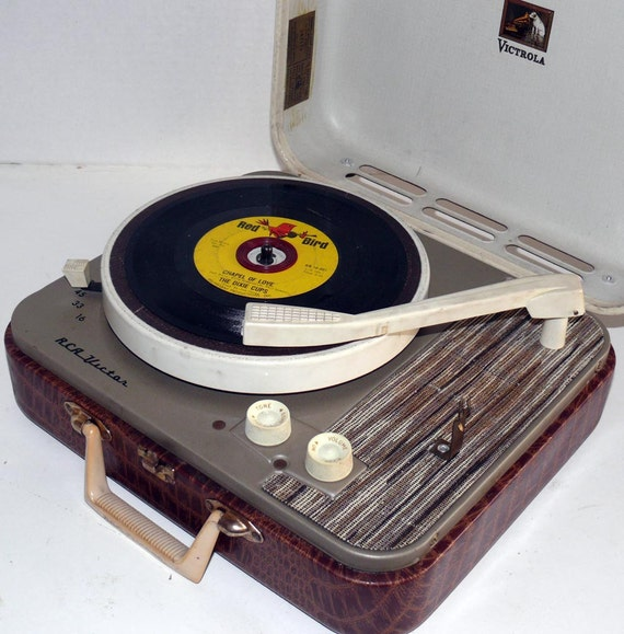 1950s record player for sale : Fun lounges in nyc