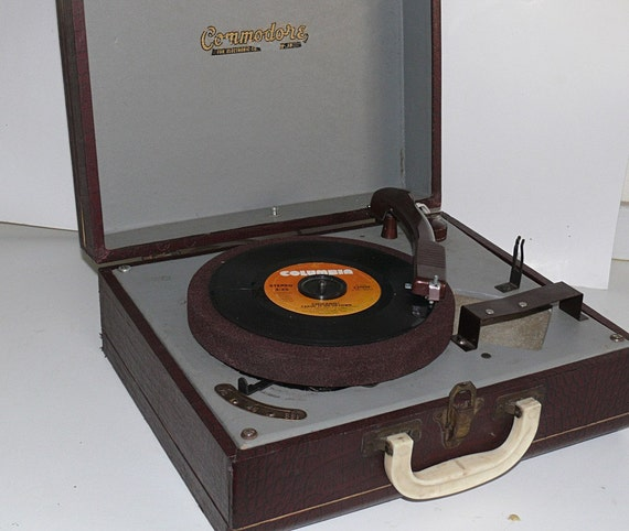 suitcase style portable record player faux alligator. Black Bedroom Furniture Sets. Home Design Ideas