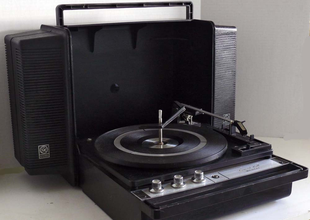 1960 S Ge Wildcat Solid State Portable Record Player