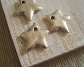 silver metal Star charm metal casting  pendant  -  pewter finish , antiqued silver finish - 15 mm / 4 pcs -4bmk29