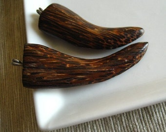 Fang wood pendant,  Claw pendant , natural brown , exotic wooden boho supplies  55 to 65 mm long   / 1 pendant  - 5bb53