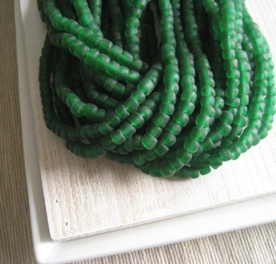 emerald green glass  Beads Modern Indo-pacific  - 3 to 5  mm  - 22 inches strand  -  1bgl180