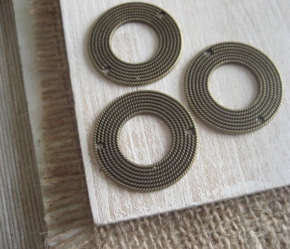 metal link connector  -  flat round cercles -   30 mm   - antiqued brass  finish - 6 pcs - 2pm54