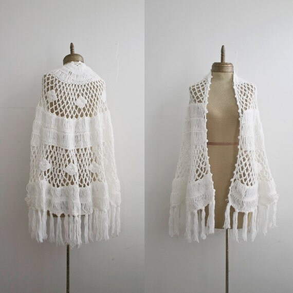 snowflake 1960s  vintage hand crochet fringe shawl