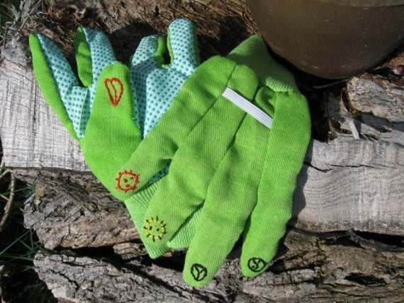 "GARDEN GLOVES GREEN Hippie Boho Style Hand Embroidered ""Peace Garden"""