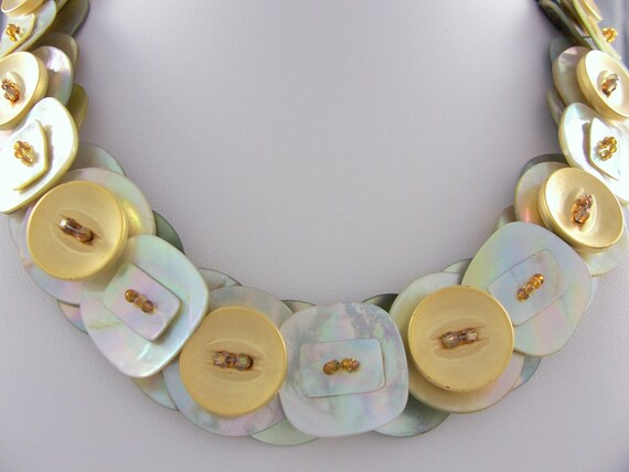 Shell button necklace Circles and squares