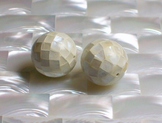 20mm Beads round Mosaic Mother of Pearl 2 pcs