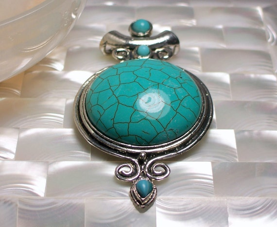 Pendant Turquoise Howlite Round shape with Scrolled frame Large