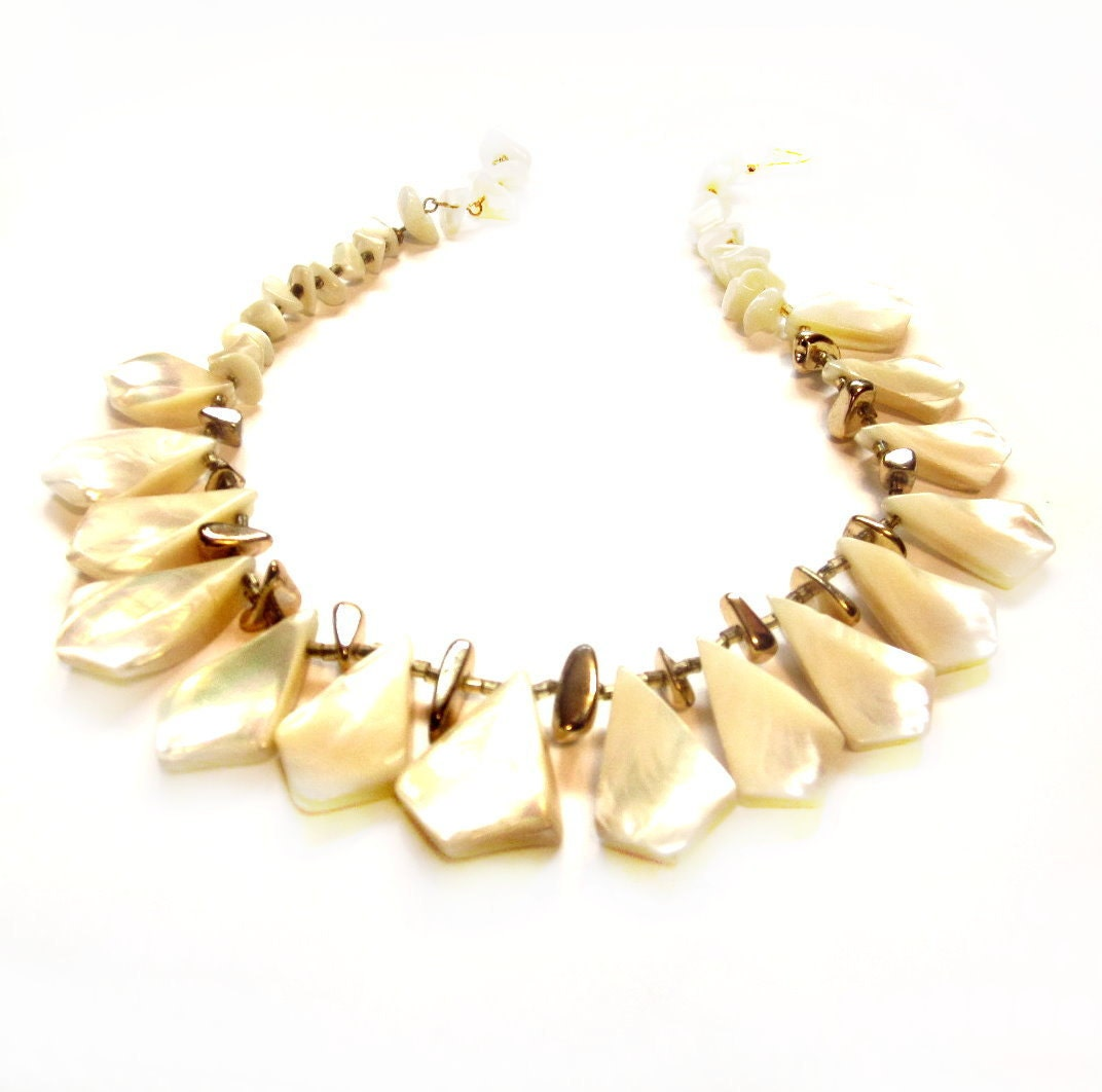 Vintage Shell Necklace Mother Of Pearl Beads Costume Jewelry