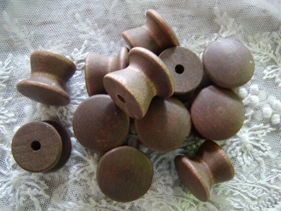 Reserve for leekcmp - 6 Vintage wooden knobs - Dresser - Cupboard knobs - Drawer knobs - Wooden spools (0239)