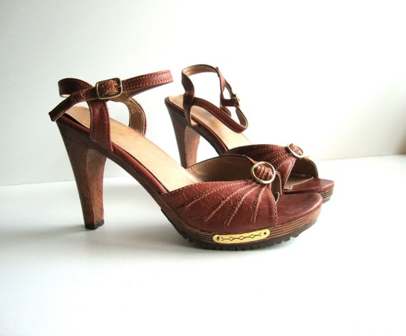 Size 8 Vintage 1970s BROWN LEATHER  Wooden Platforms Sandal from Pudding -38 1/2