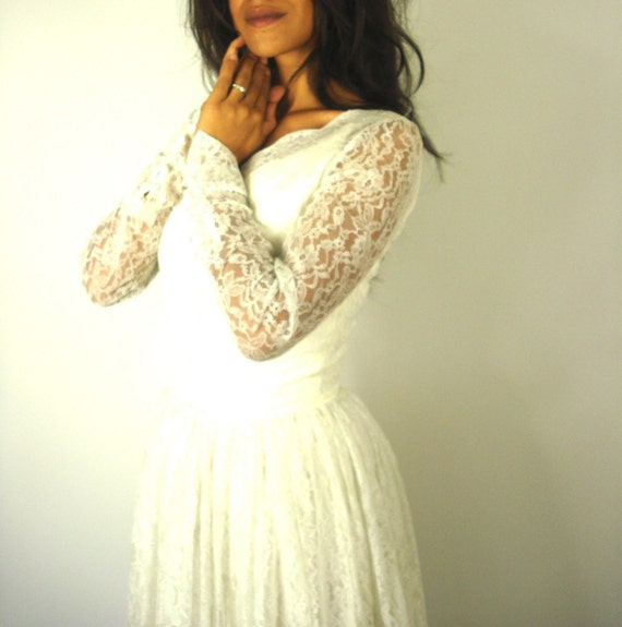 Vintage Creamy White Lace Wedding Dress from Pudding