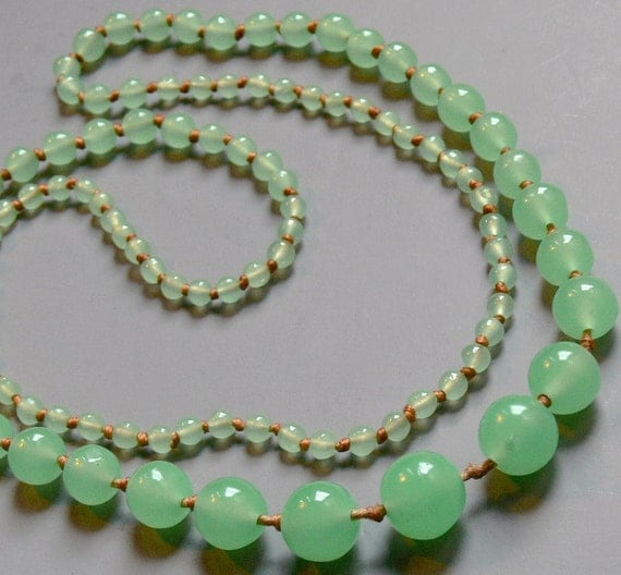 vintage green jadeite bead necklace