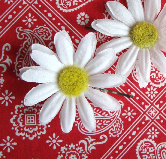 Daisy Flower Hairpins ~ Retro Rockabilly Pinup Hair Flowers